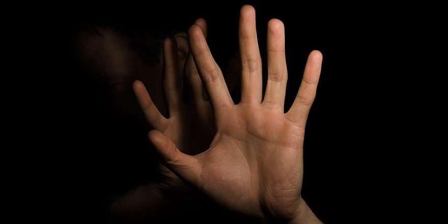 Kadınlara el veya sözlü sarkıntılık yapanlara hapis cezası